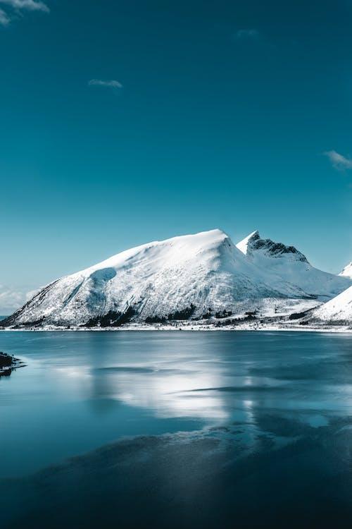 Gratis lagerfoto af bjerg, dagslys, forkølelse, hav