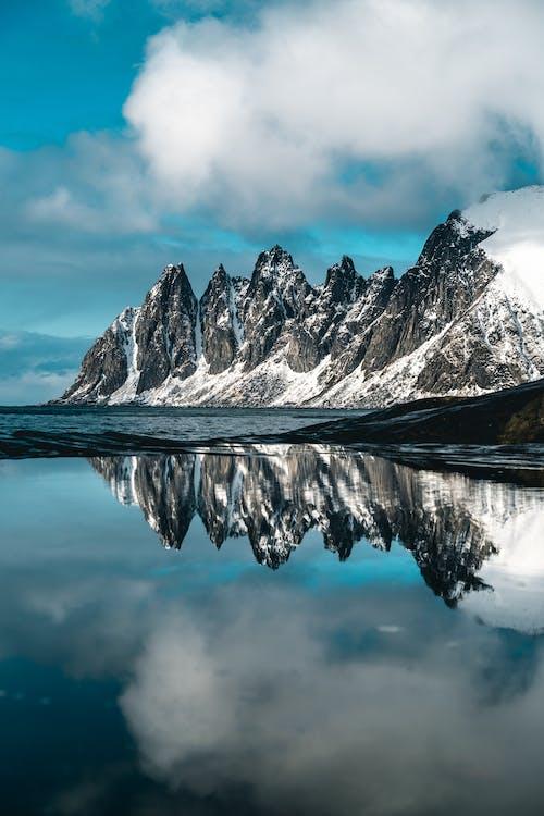 Безкоштовне стокове фото на тему «вершина гори, відображення, вода, вродлива»