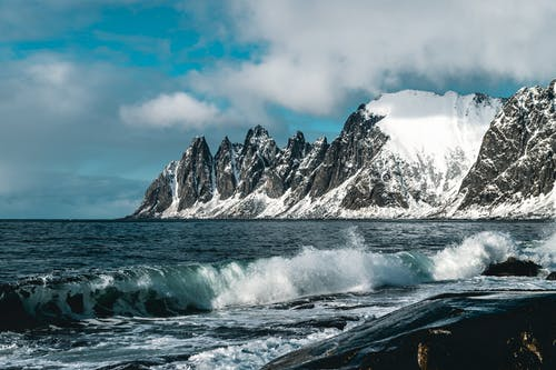 Gratis stockfoto met berg, besneeuwd, bij de oceaan, buiten