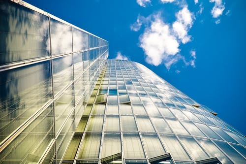 bakış açısı, bardak, bina, bulutlar içeren Ücretsiz stok fotoğraf