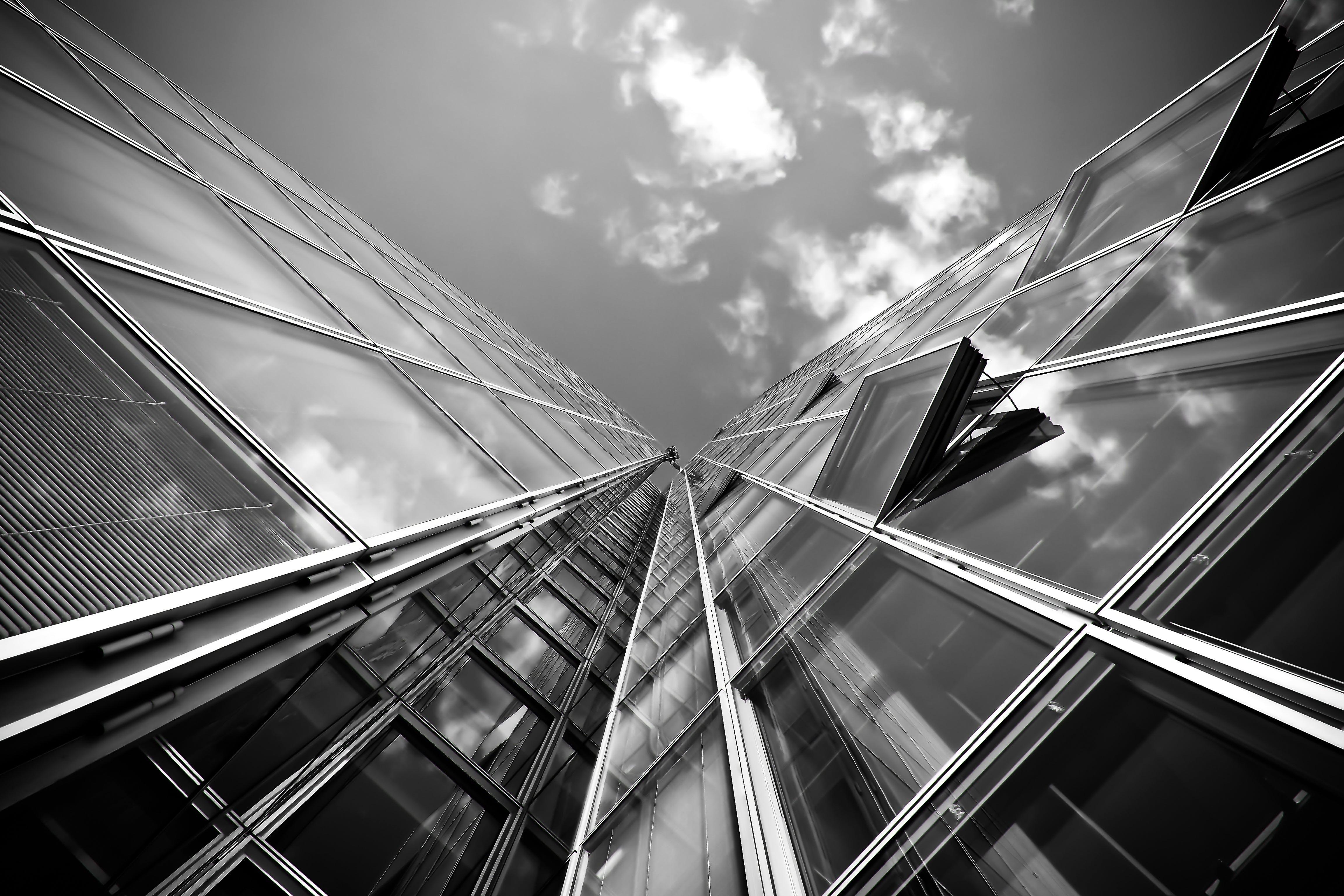 Kostenloses Stock Foto zu schwarz und weiß, glas, architektur, reflektierung