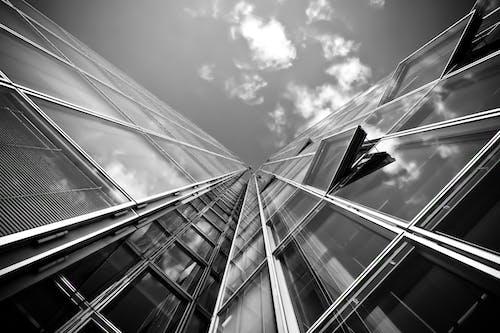 Základová fotografie zdarma na téma architektura, budova, černobílý, odraz