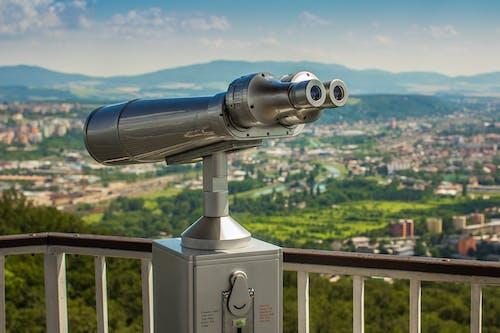 Foto d'estoc gratuïta de arbres, binoculars, cel, ciutat