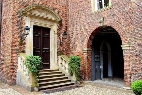 Gratis stockfoto met architectuur, bakstenen, binnenkomst, bogen