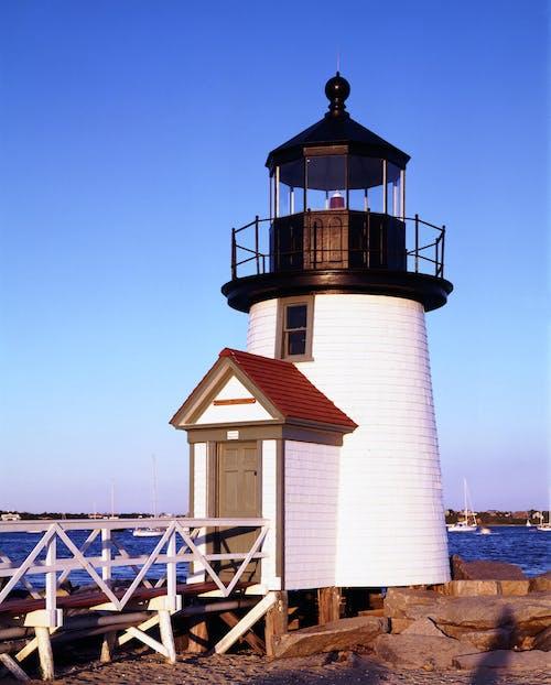 açık, bina, brant point ışık, deniz içeren Ücretsiz stok fotoğraf