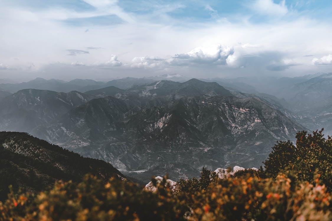 Vista De La Montaña