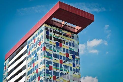 Darmowe zdjęcie z galerii z architektura, budynek, błękitne niebo, drapacz chmur