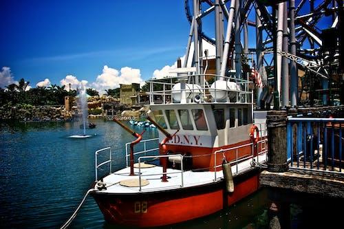 Gratis lagerfoto af anløbsbro, båd, både, by