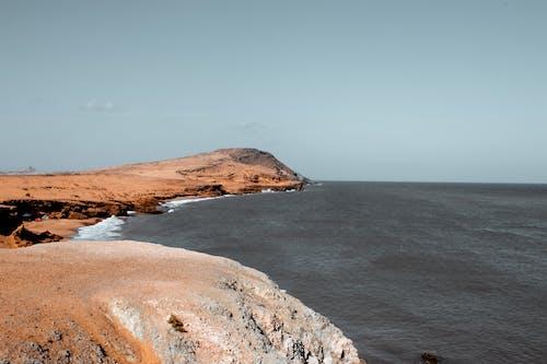 Foto d'estoc gratuïta de a l'aire lliure, aigua, cel, Costa