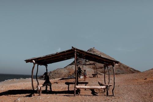 Foto profissional grátis de ao ar livre, areia, assentos, bancos