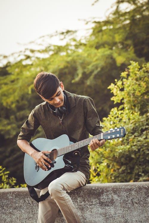 denní světlo, hra, hudba