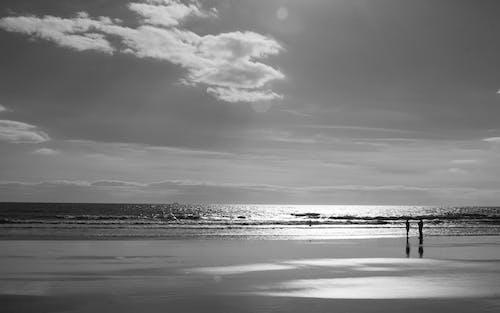모노톤의, 물, 어두운, 하늘의 무료 스톡 사진