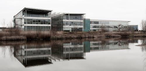 건물, 물, 반사, 불포화 된의 무료 스톡 사진