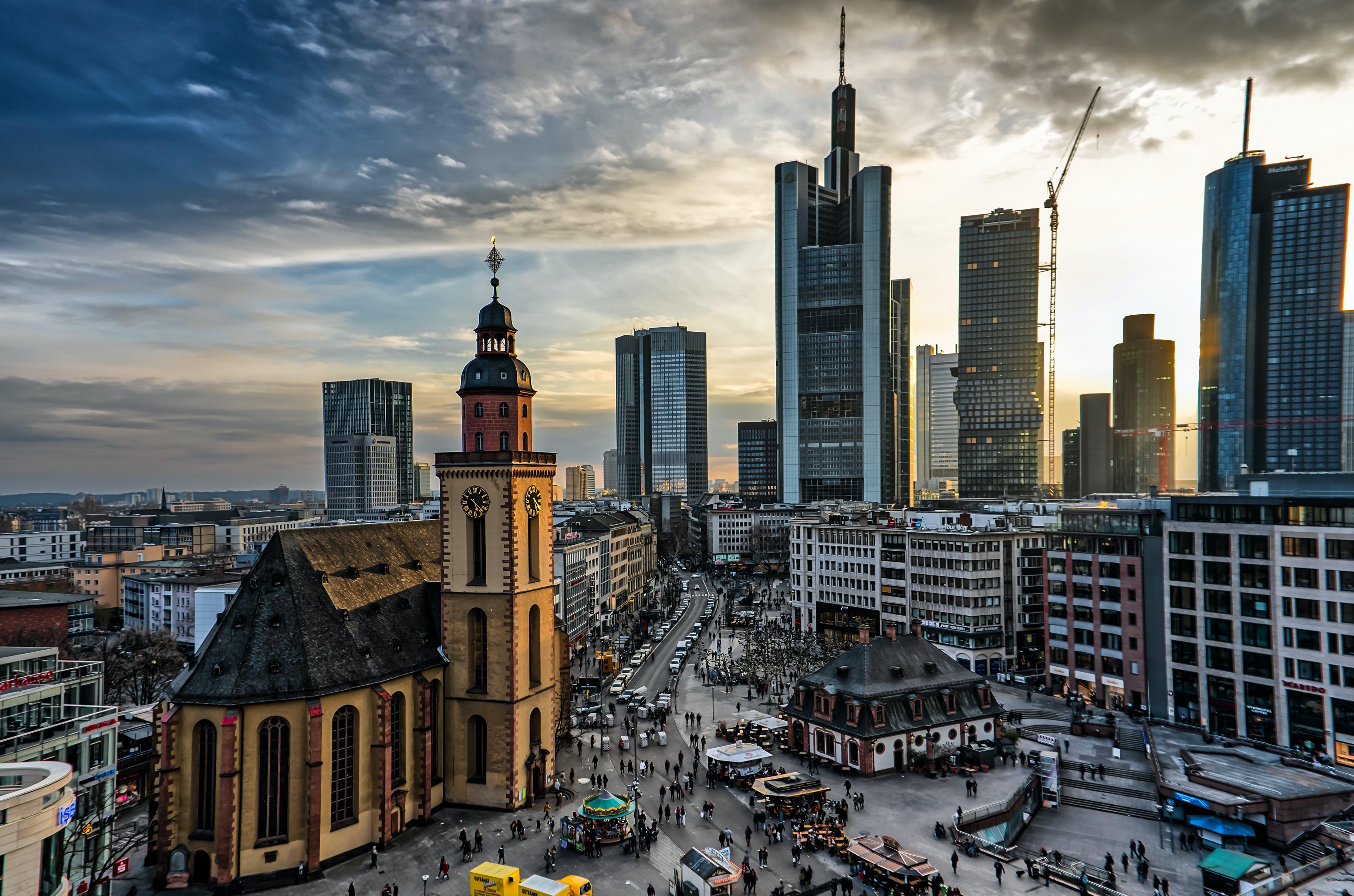 Безкоштовне стокове фото на тему «архітектура, архітектурне проектування, бізнес, багатоповерхова будівля»