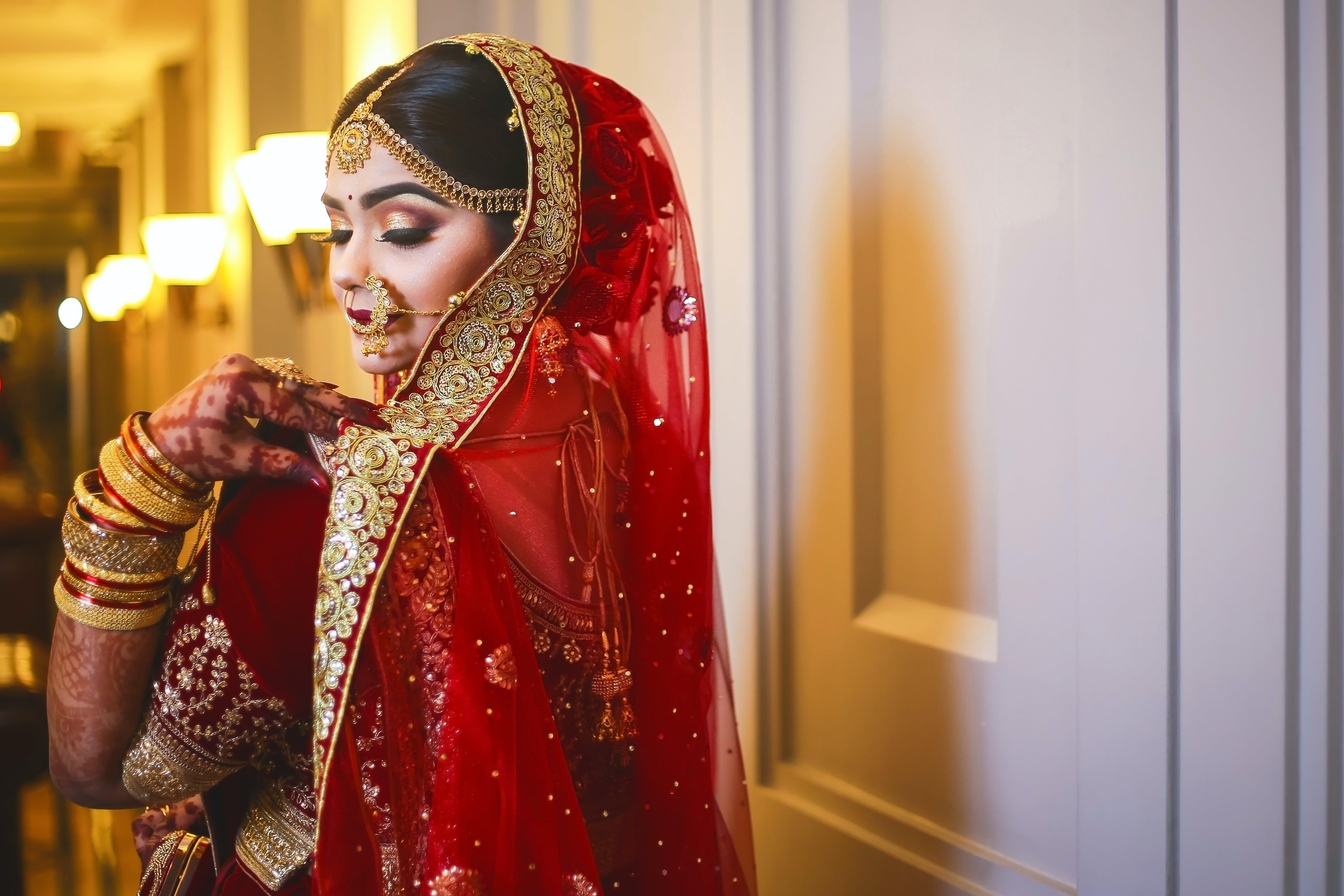 お祝い, きれいな女性, インドア, ウェディングドレスの無料の写真素材