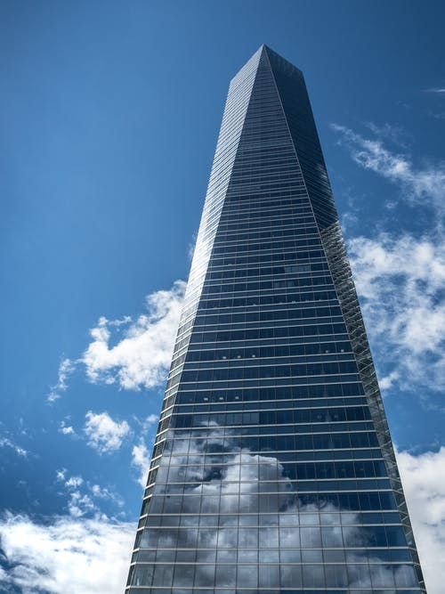 Foto stok gratis Arsitektur, bangunan, bertingkat tinggi, bidikan sudut sempit