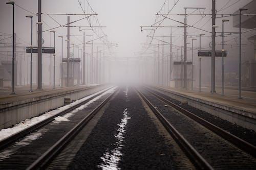 Základová fotografie zdarma na téma čára, dopravní systém, hloubka ostrosti, městský