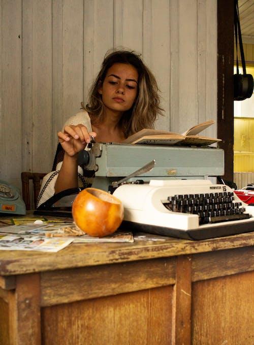 คลังภาพถ่ายฟรี ของ การทำงาน, การพิมพ์, คน, ทำด้วยไม้