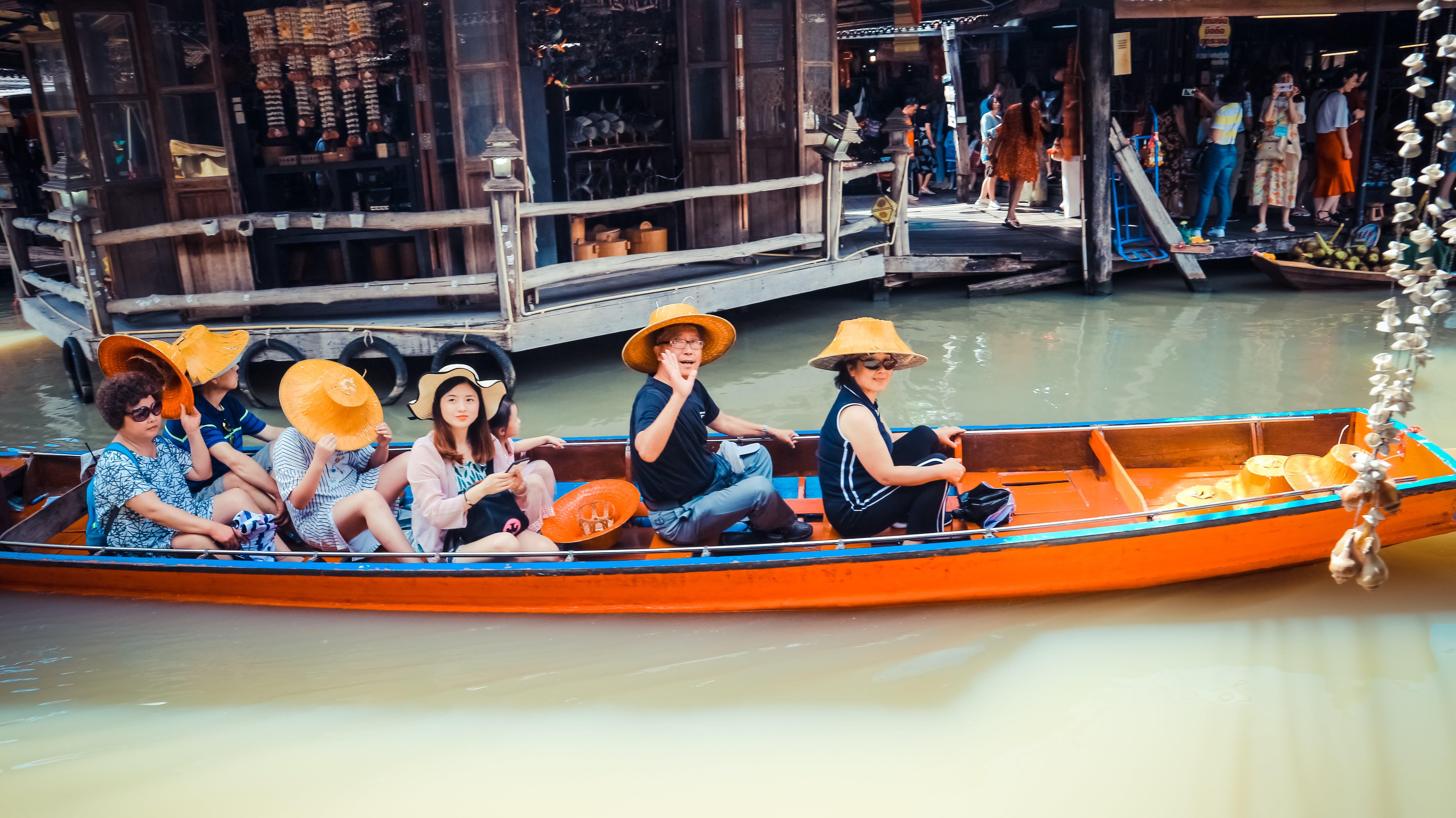 Kostnadsfri bild av båt, bondemarknad, butiker, dagsljus