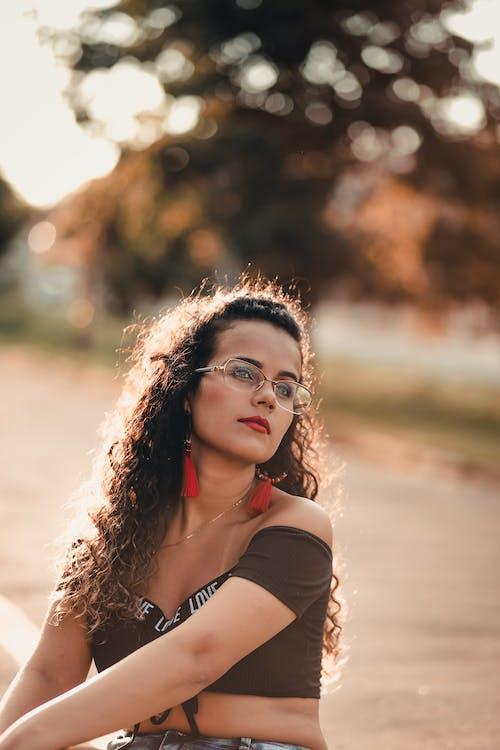 Gratis stockfoto met aantrekkelijk mooi, bijgesneden, bokeh, bril