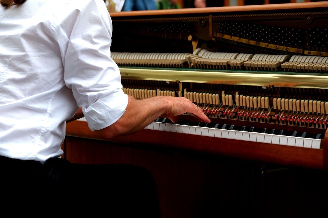 ハンド, ピアニスト, ピアノ