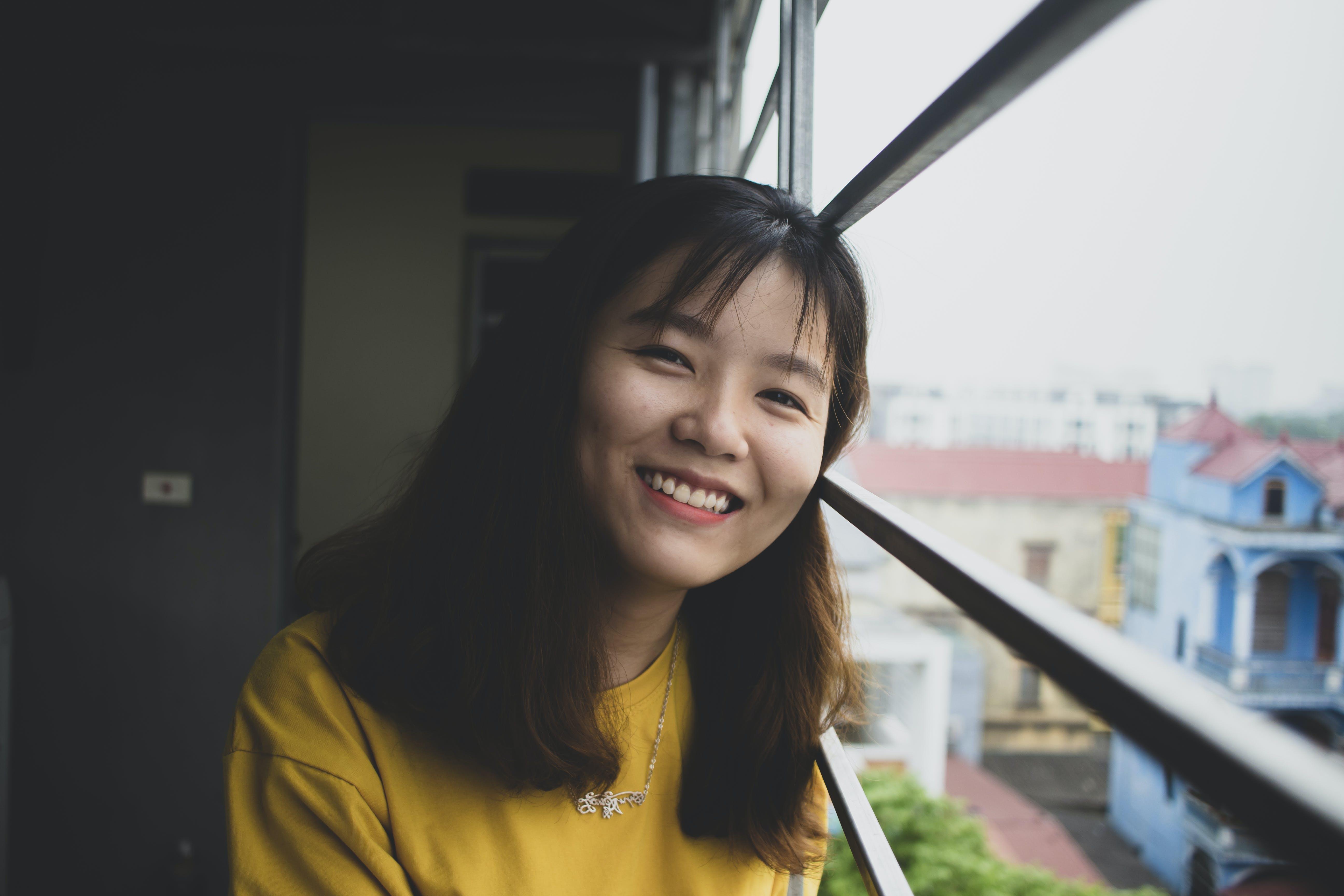 Foto d'estoc gratuïta de asiàtica, collaret, desgast, dona