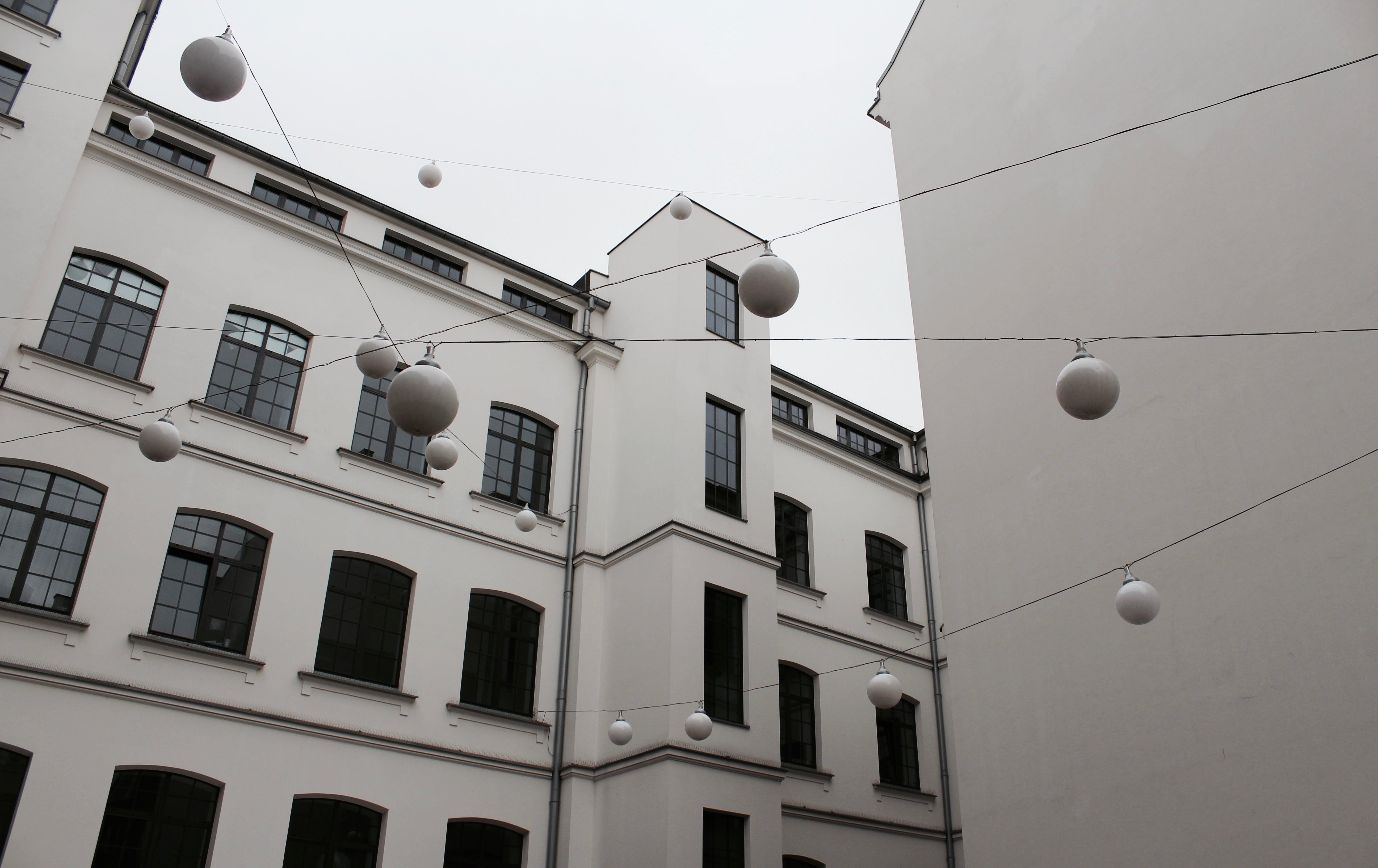 低角度拍攝, 公寓, 公寓樓, 城市 的 免費圖庫相片