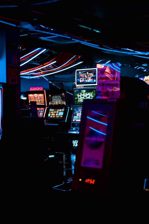 Een casino-opstelling met automaten