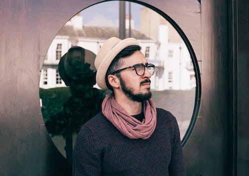 Gratis arkivbilde med briller, form, gate, hatt
