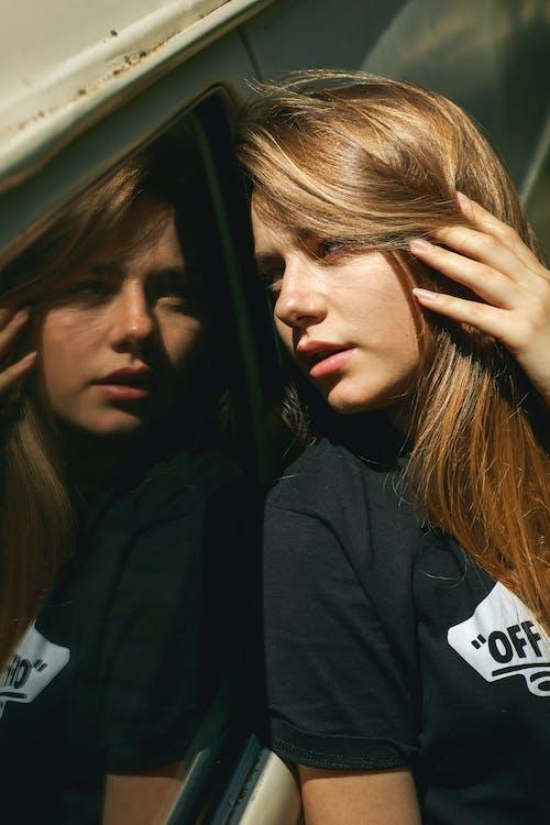 Ingyenes stockfotó ablak, álló kép, arckifejezés, divat témában