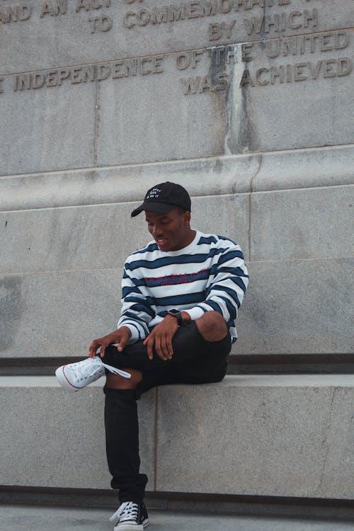 Darmowe zdjęcie z galerii z beton, czarnoskóry, czarny facet, fotografia