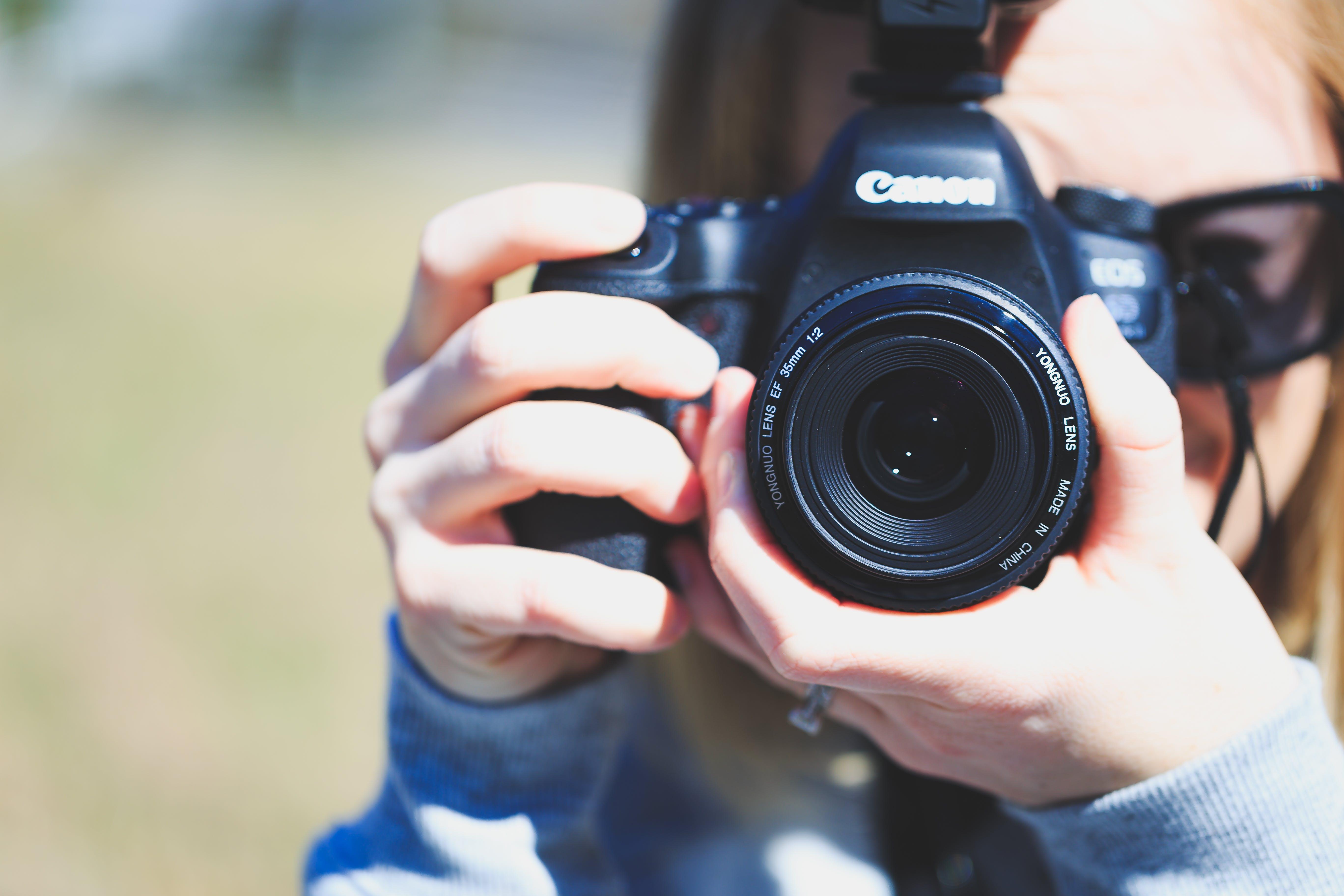 Fotobanka sbezplatnými fotkami na tému Canon, fotograf