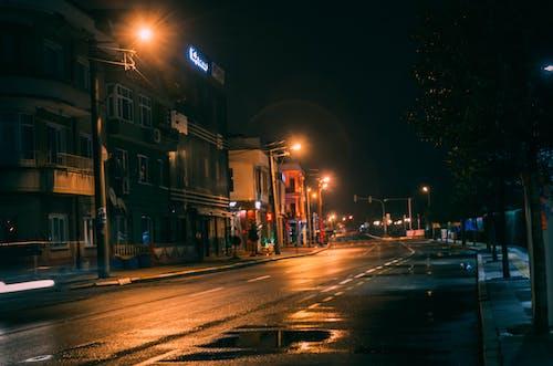 Imagine de stoc gratuită din drum, lămpi stradale, noapte, reflexii de lumină