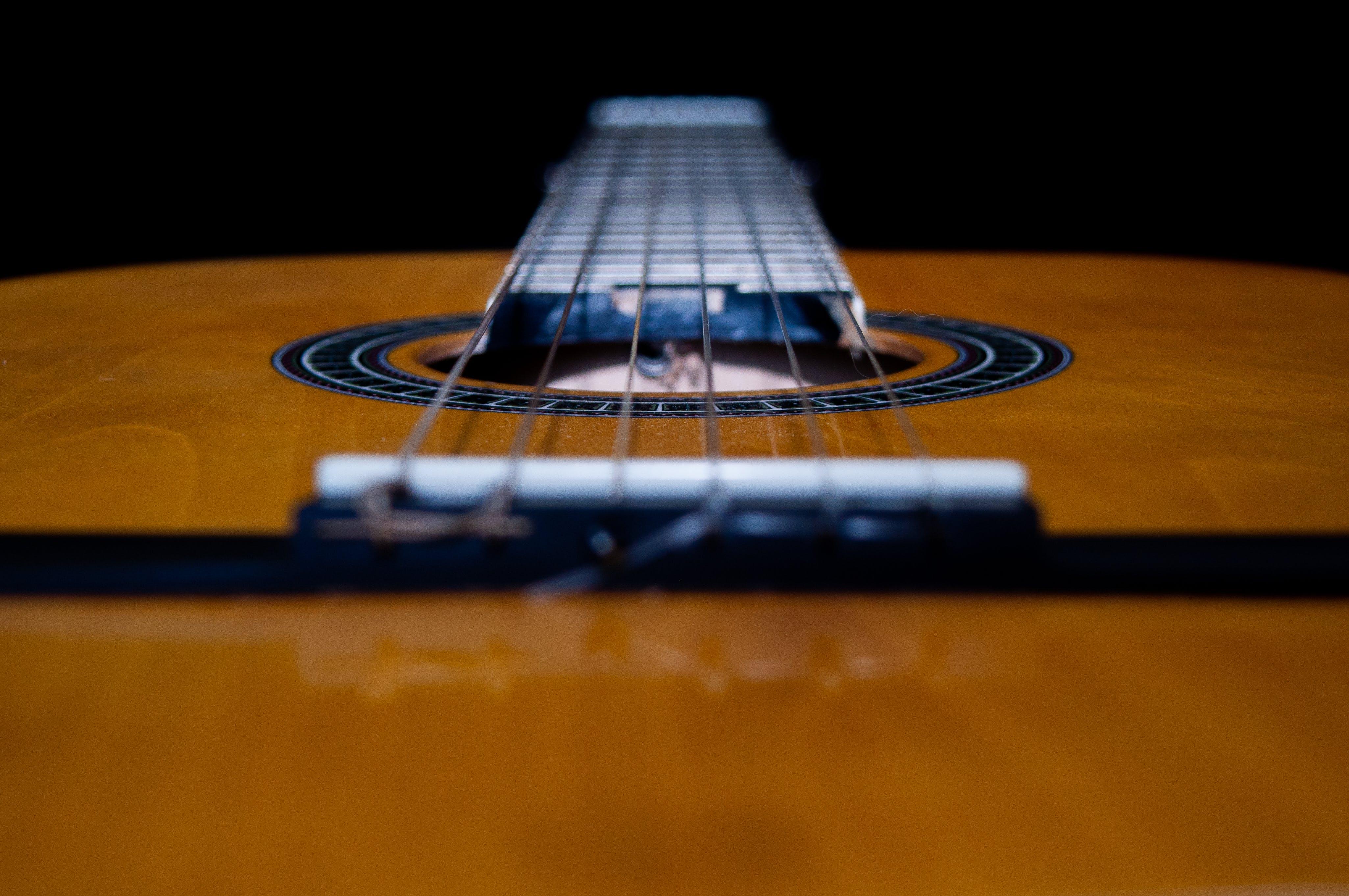 Kostenloses Stock Foto zu akustisch, ausrüstung, farbe, gitarre
