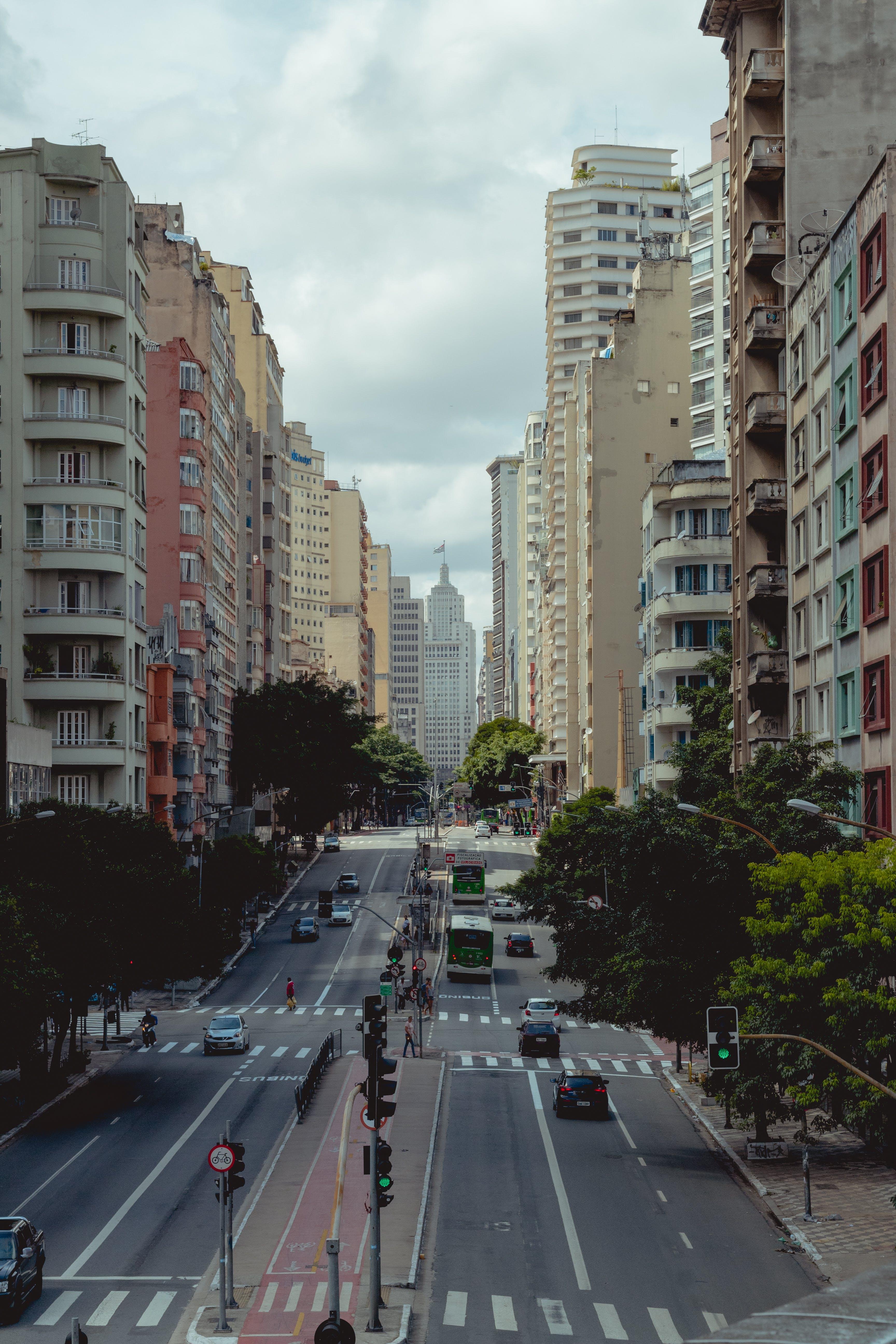 Fotos de stock gratuitas de al aire libre, apartamento, arboles, arquitectura