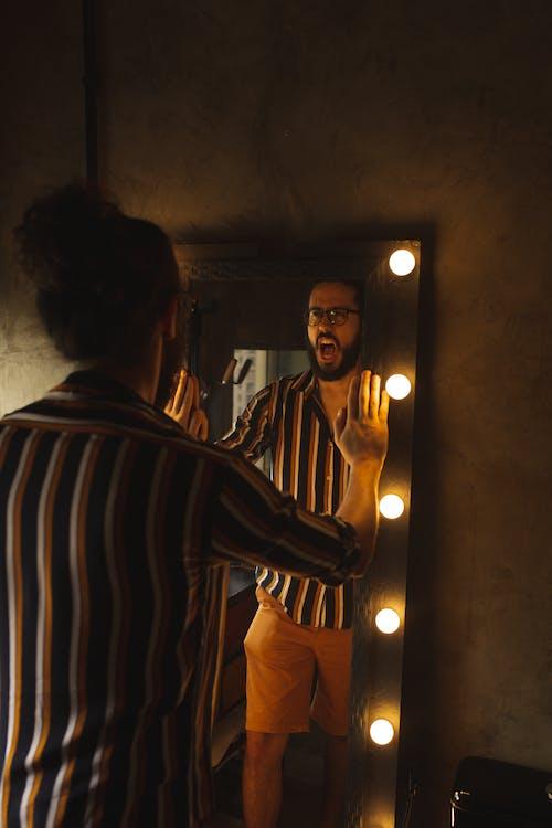 Бесплатное стоковое фото с борода, в помещении, верхняя одежда, волос