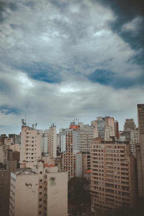 açık hava, binalar, bulutlar, bürolar içeren Ücretsiz stok fotoğraf