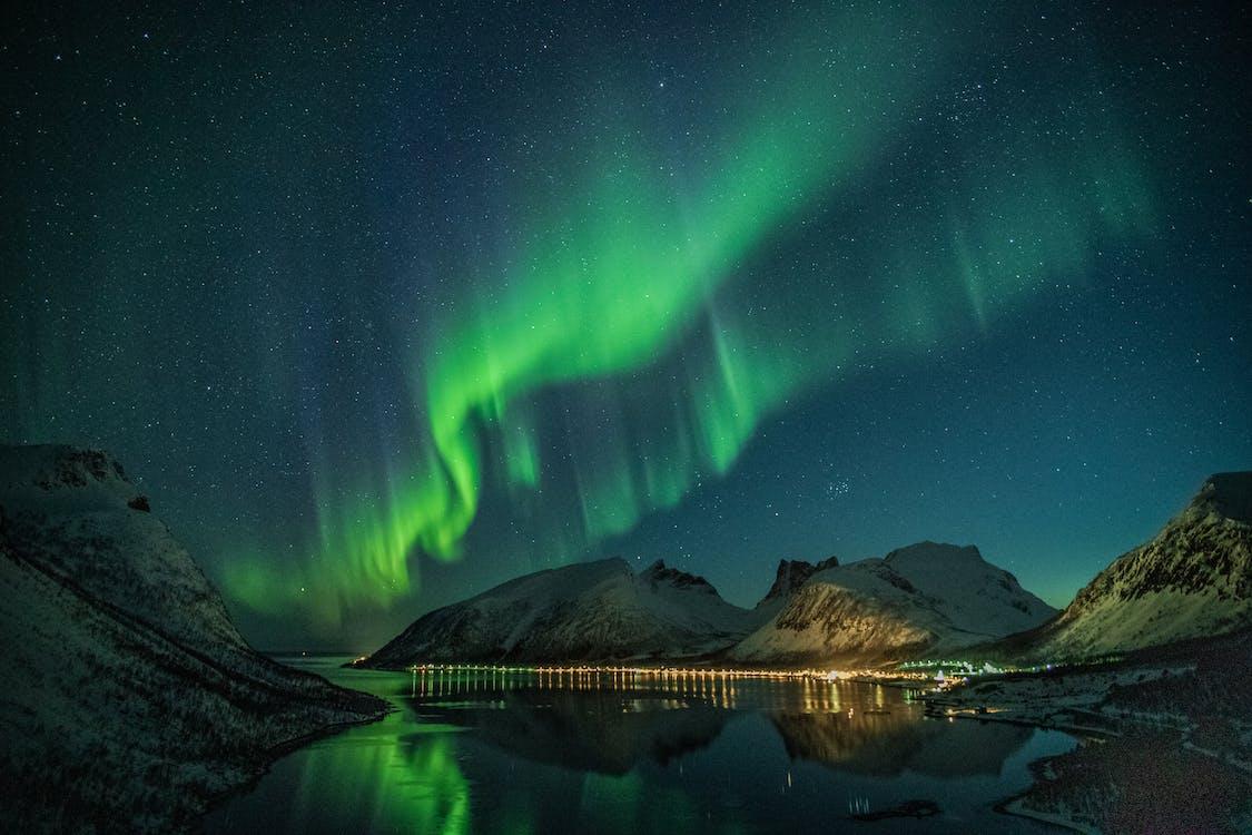 aurora borealis, αντανακλάσεις, απόγευμα