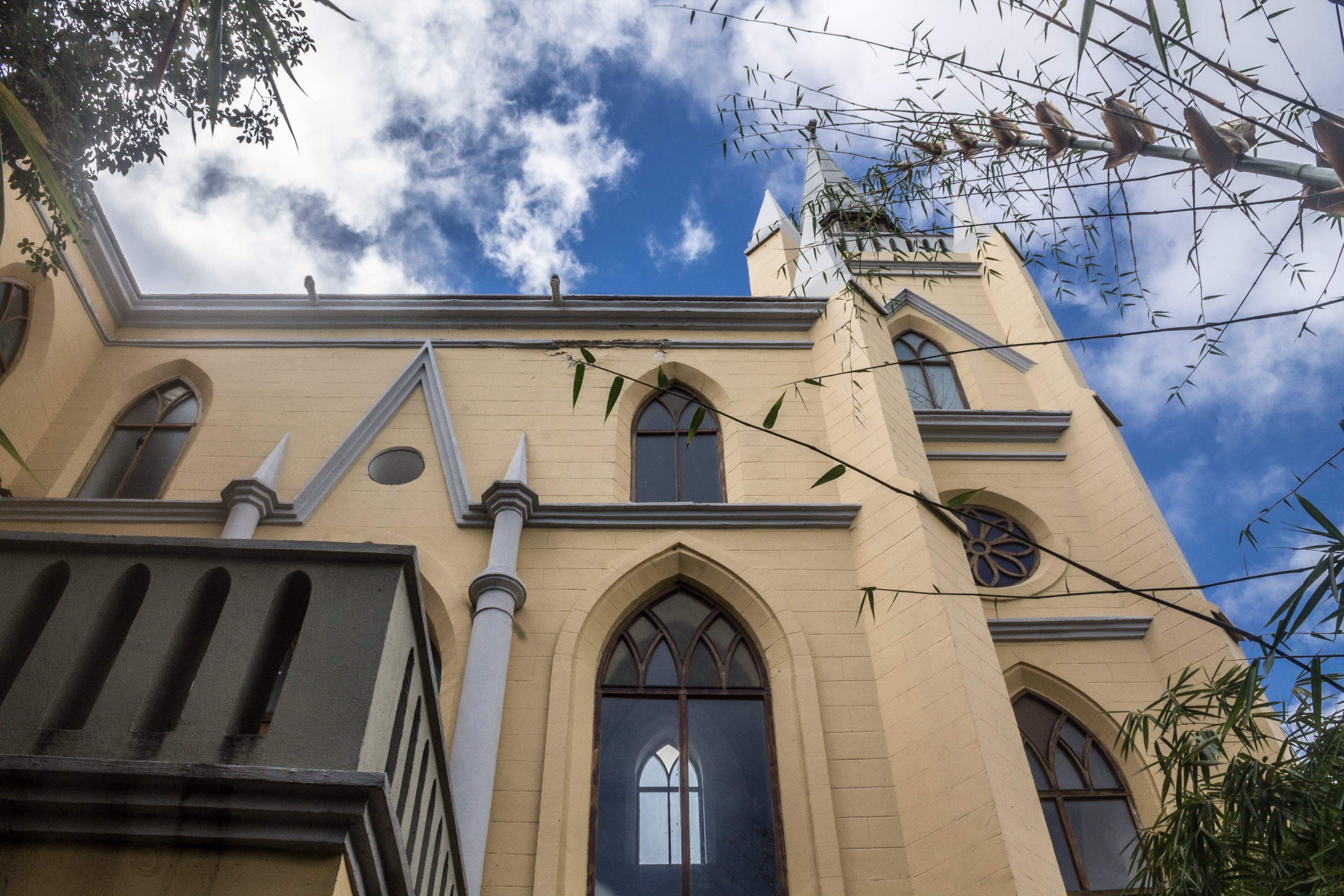 Gratis arkivbilde med blå, kirkebygning, overskyet himmel, religion
