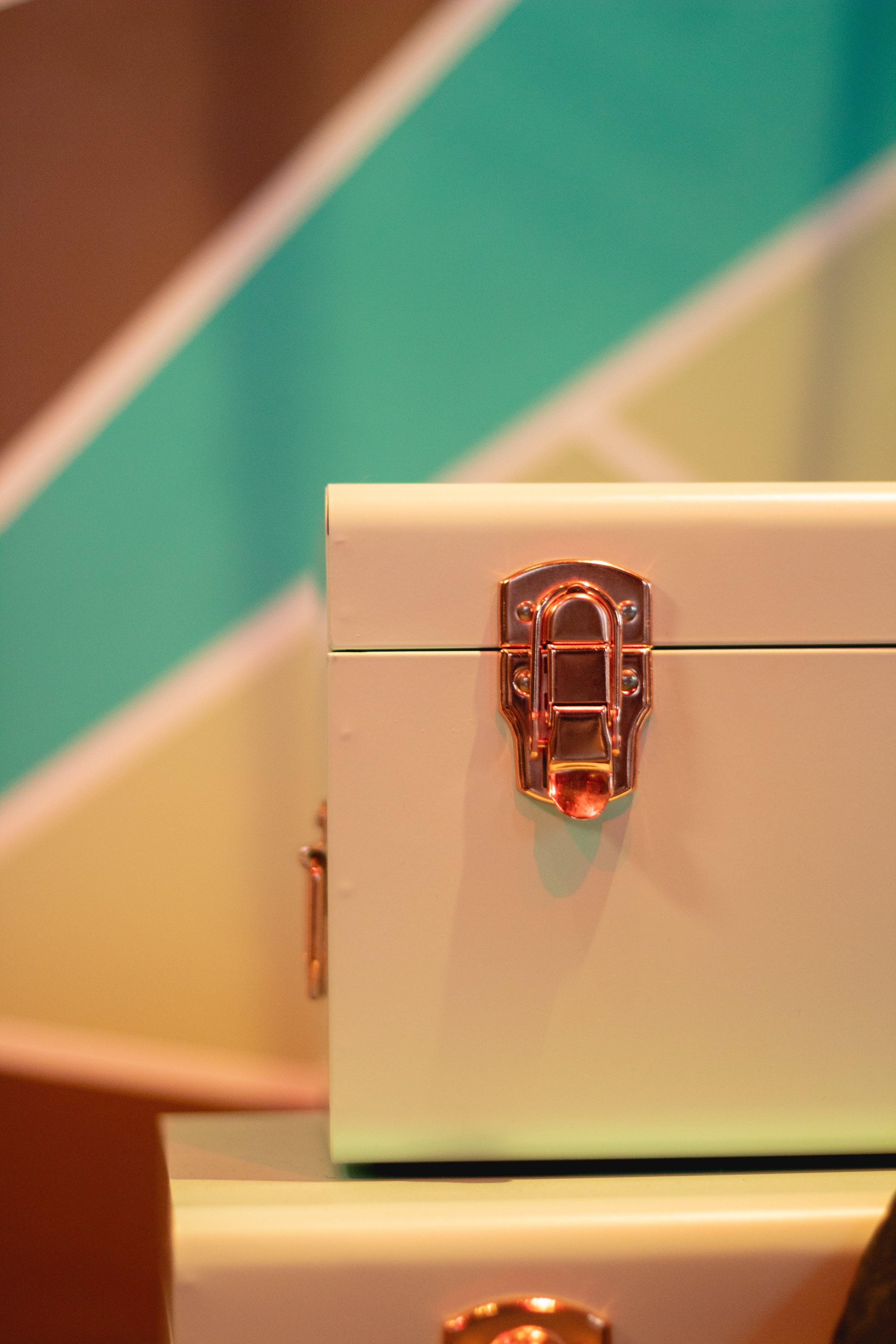 Kostenloses Stock Foto zu box, container, fall, koffer