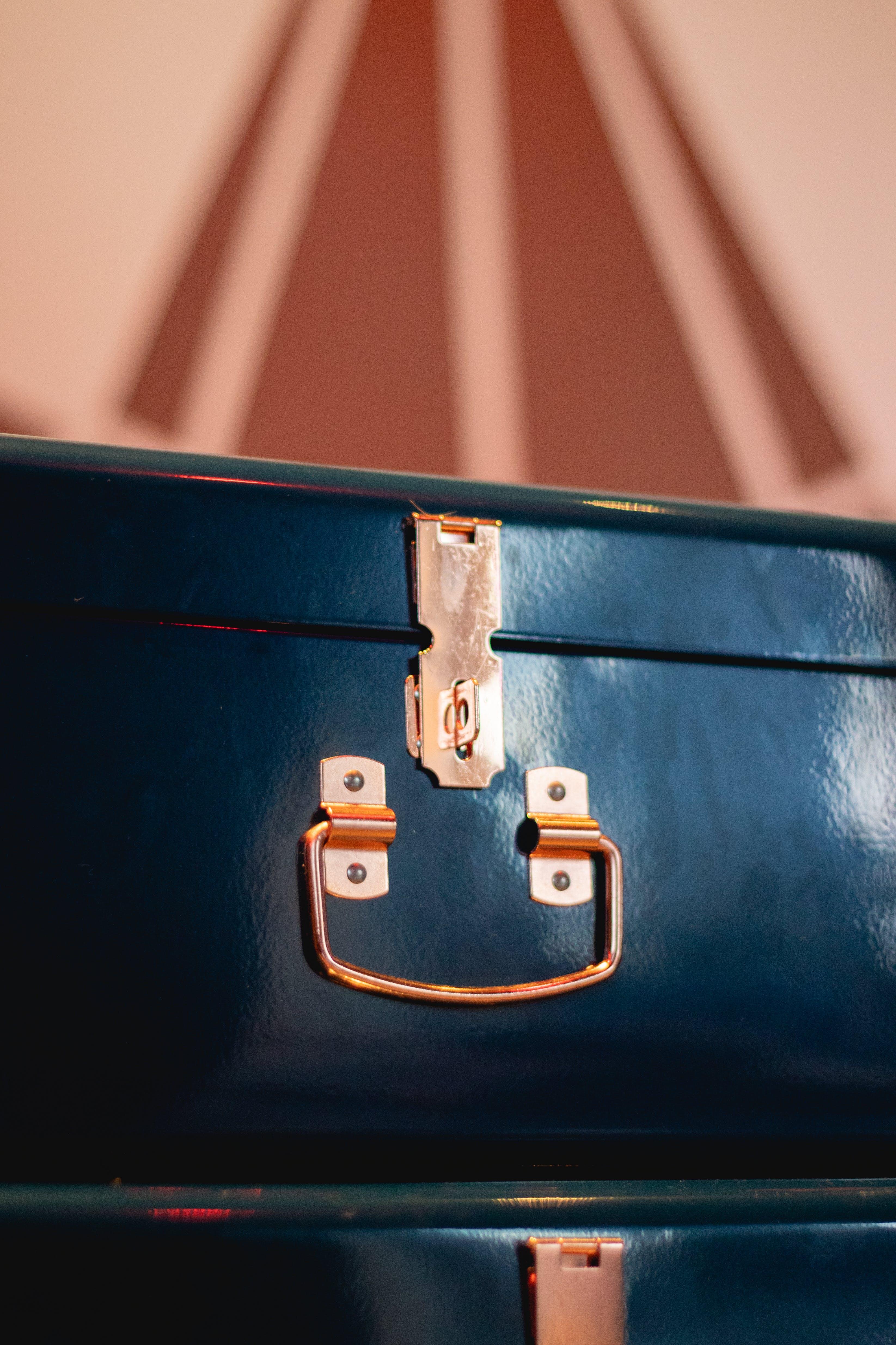Δωρεάν στοκ φωτογραφιών με ατσάλι, βαλίτσα, γκρο πλαν, δέρμα