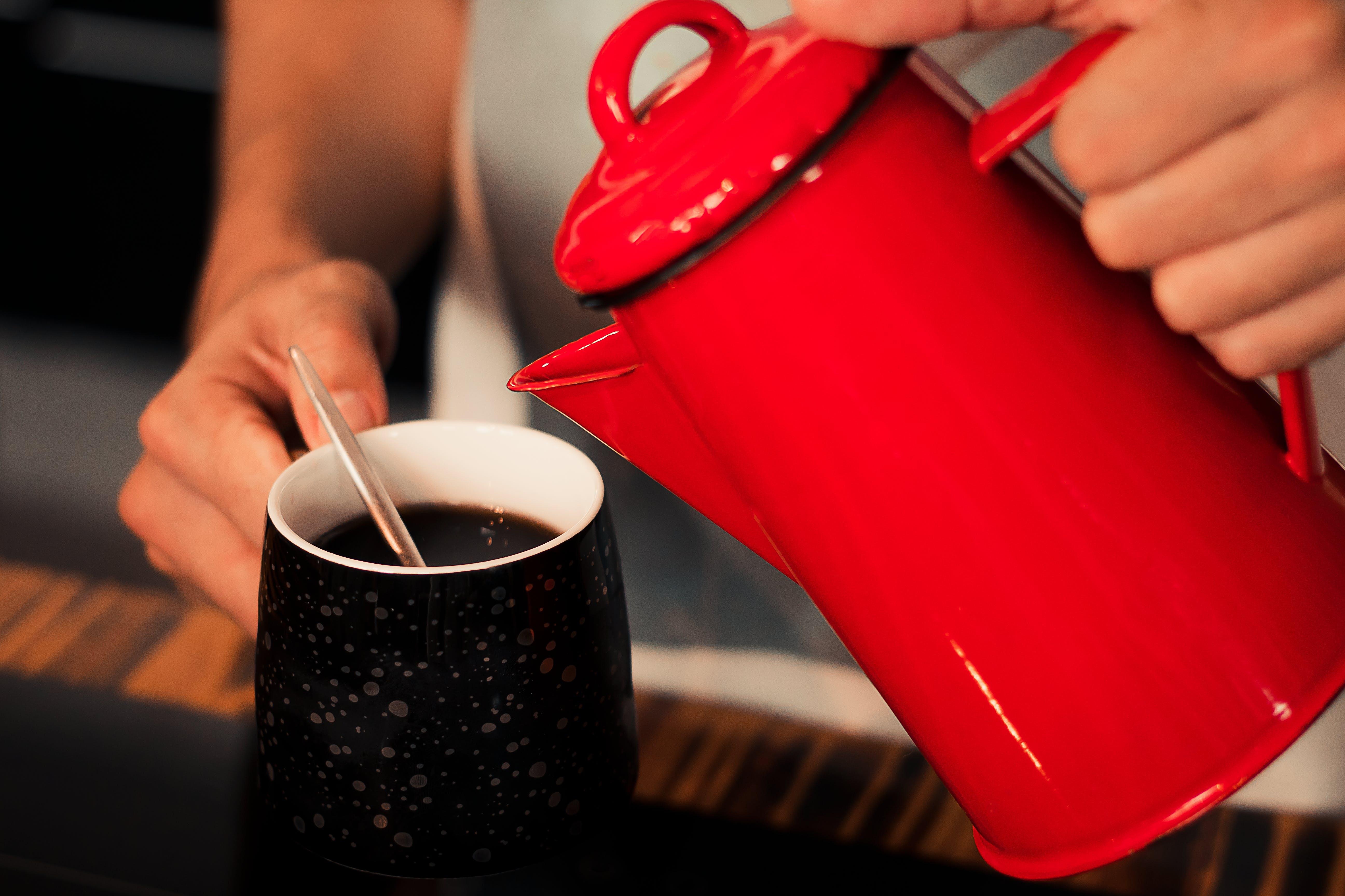 Gratis stockfoto met cafeïne, drinken, handen, koffie
