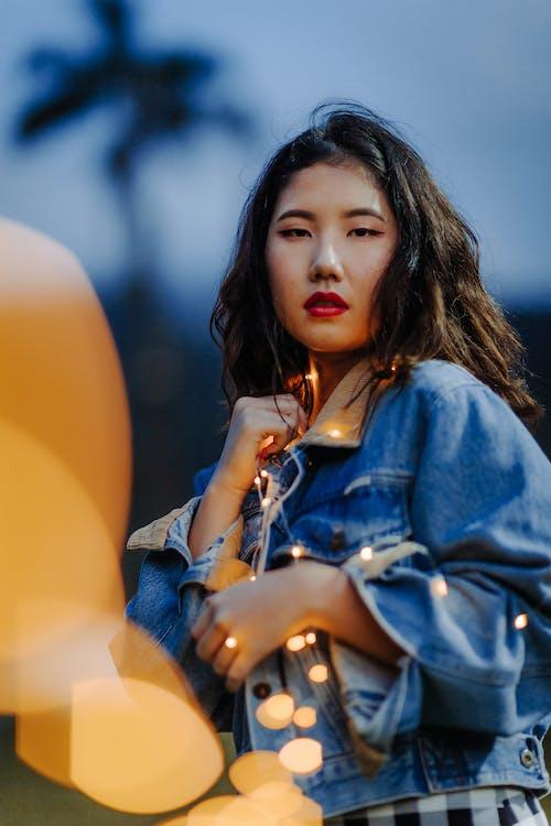 álló kép, ázsiai nő, divat
