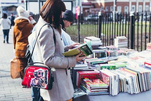 Kostnadsfri bild av böcker, elegant, försäljning, gata