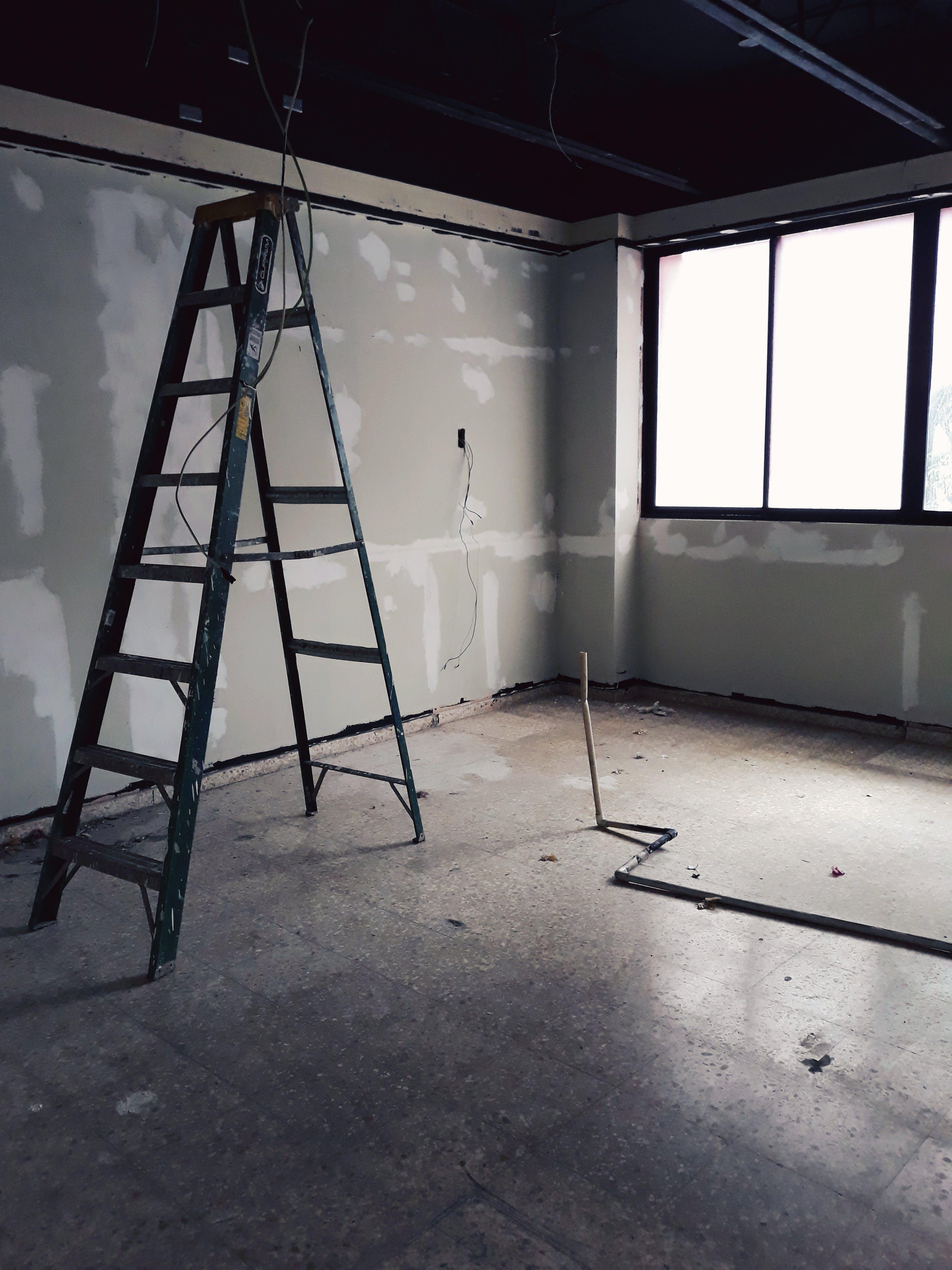 Fotos de stock gratuitas de abandonado, adentro, blanco y negro, dentro