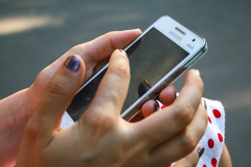 Ilmainen kuvapankkikuva tunnisteilla älypuhelin, elektroniikka, fiksu, henkilö