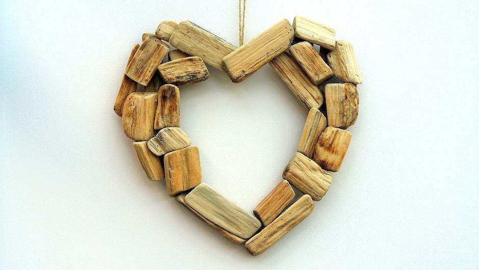Brown Blocks Heart Shape Wall Mount Ornament