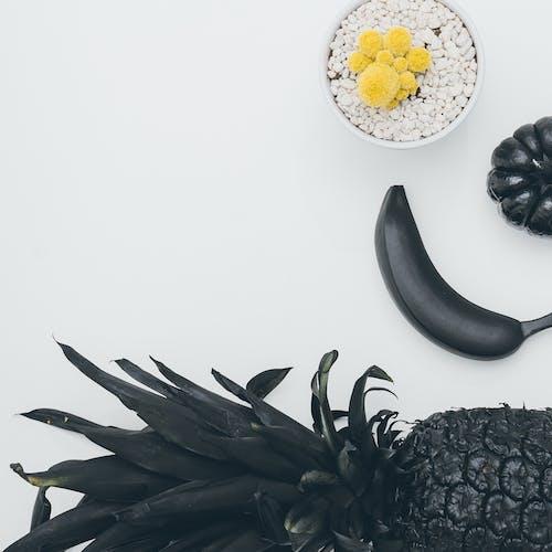 Бесплатное стоковое фото с copy space, ананас, банан, белый фон