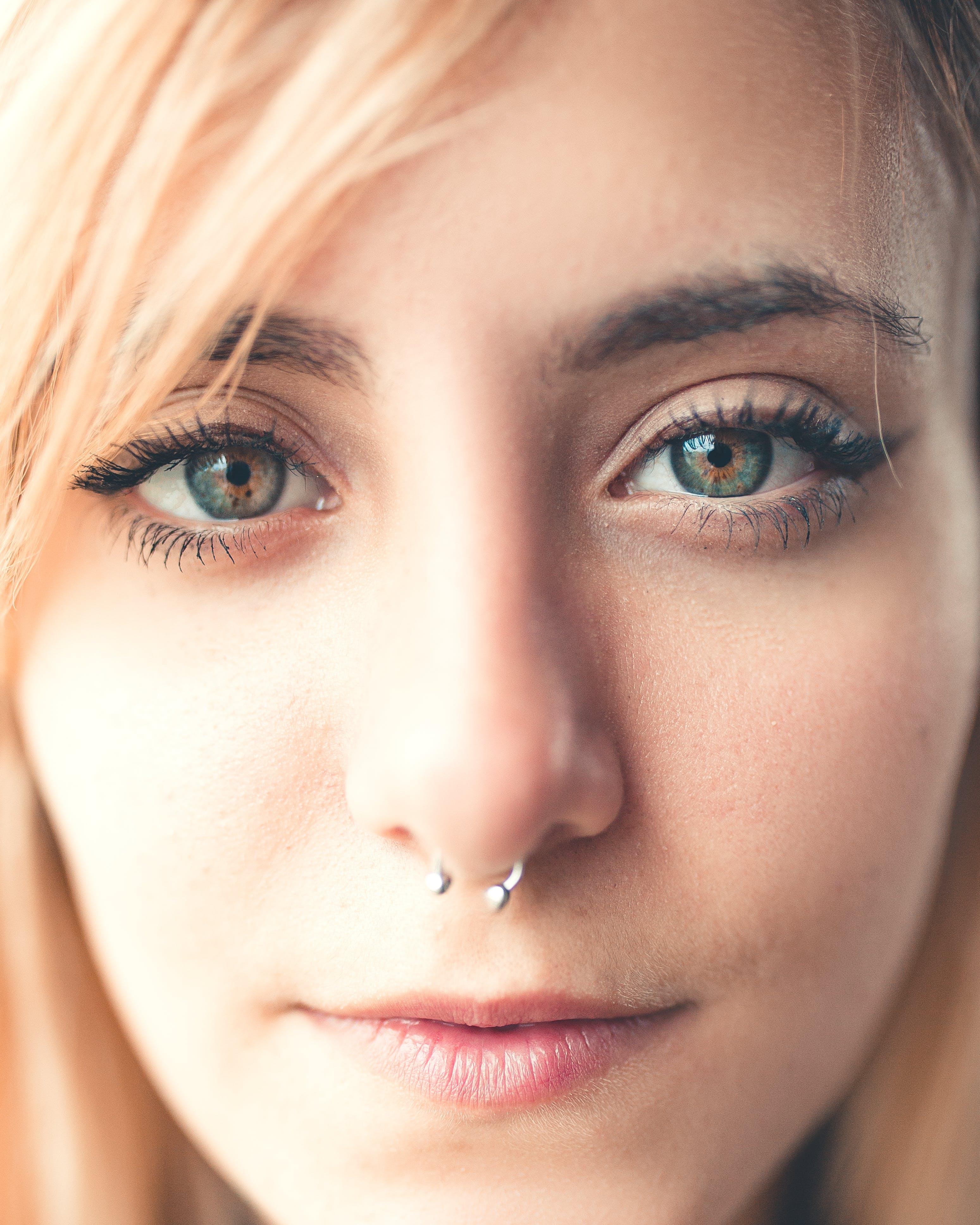 Kostenloses Stock Foto zu blond, model, nasenpiercing, nasenring