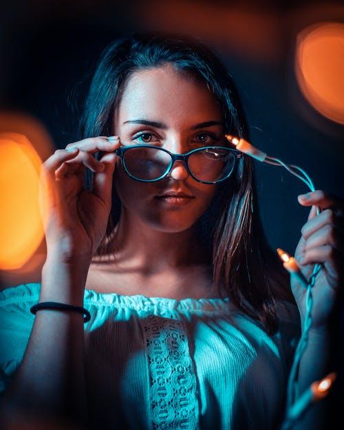 Gratis arkivbilde med ansikt, attraktiv, bokeh, briller